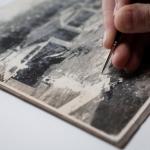 Gwenola Furic, Intervention sur un tirage sur papier au gélatino-bromure d'argent, © Thibaut Godet